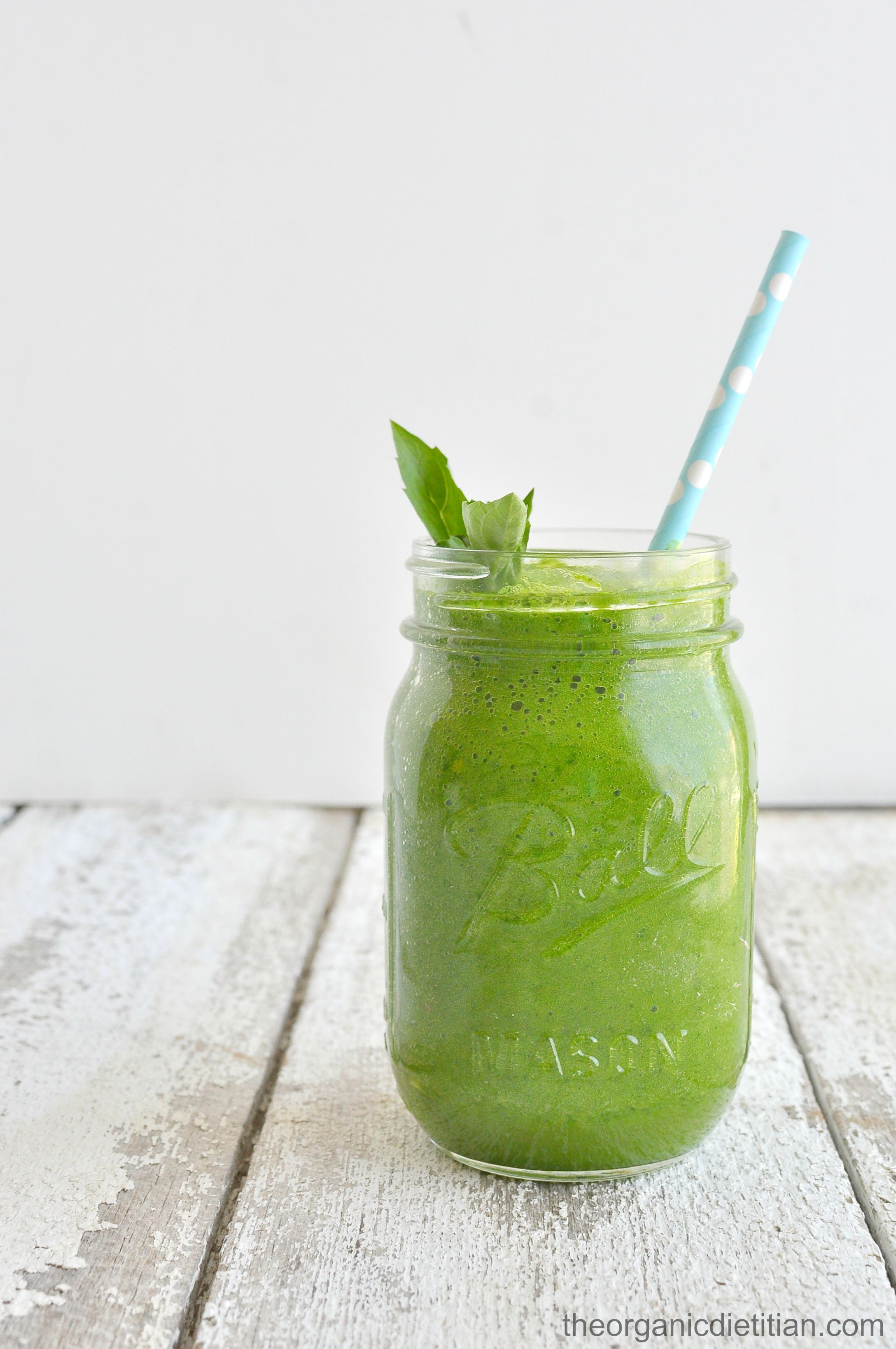 Back to Basics Green Smoothie - The Organic Dietitian