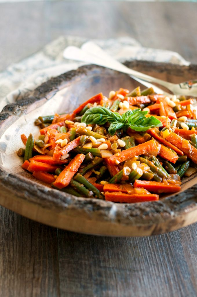 Green Beans and Carrots in Tomato Sauce