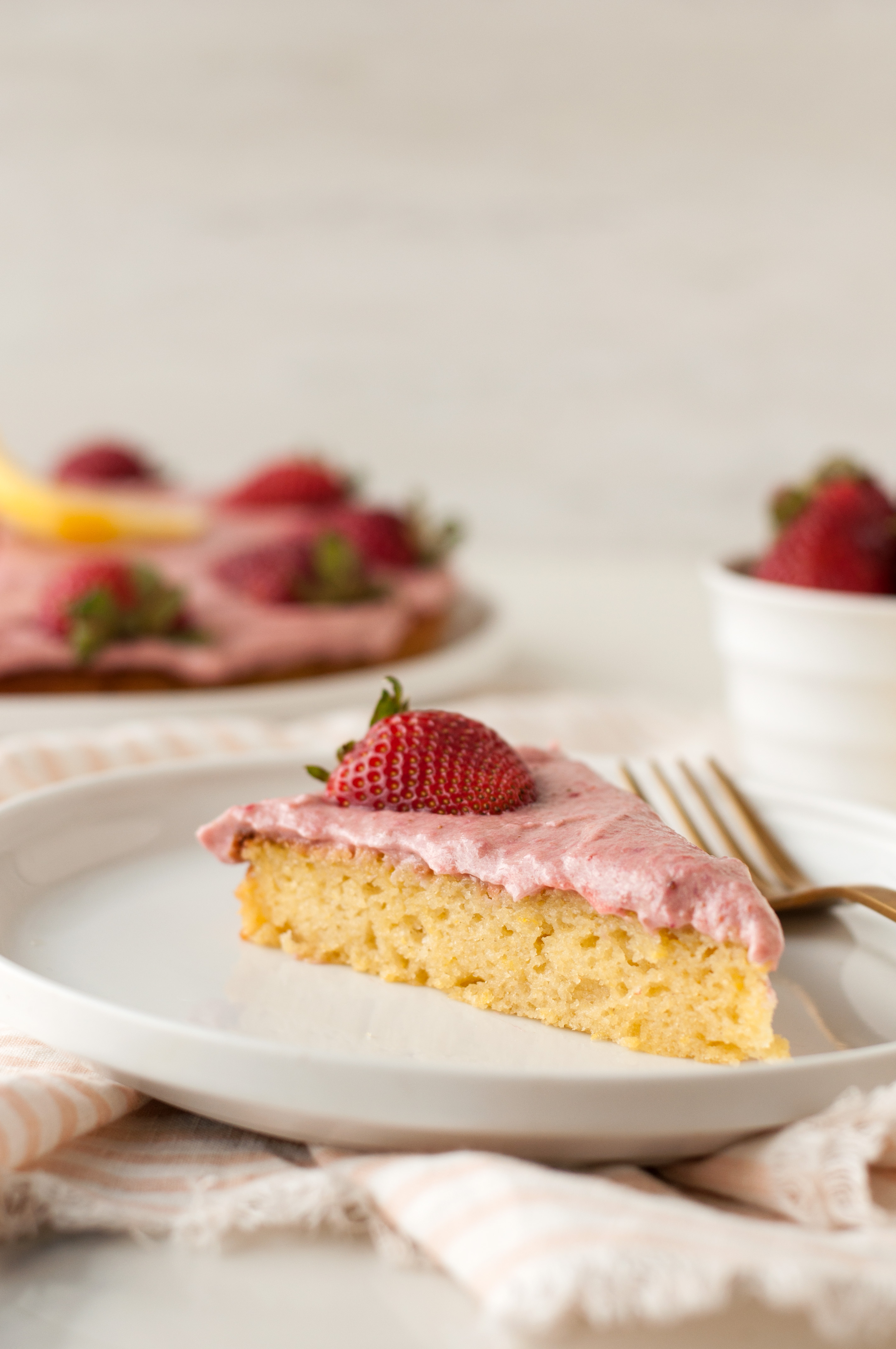 Lemon Sponge Cake With Strawberry Buttercream Using